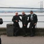 Michael, Menke und Johann vor der Brücke